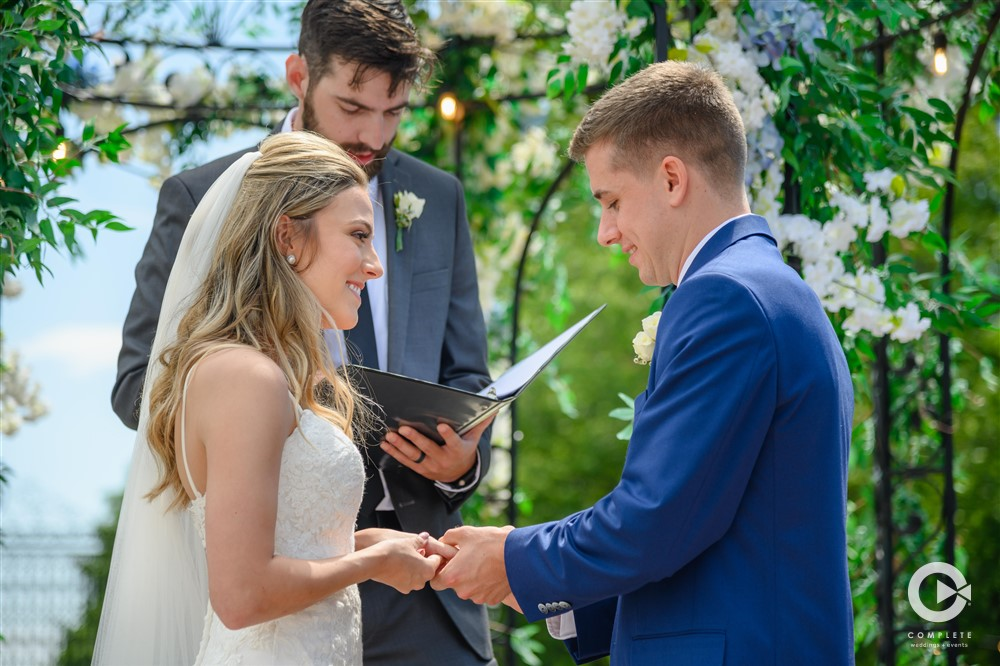Vow Writing Tips from Wedding Experts