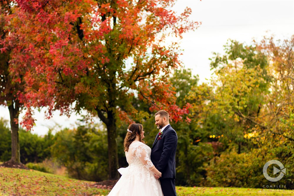 Fall wedding pictures in Branson